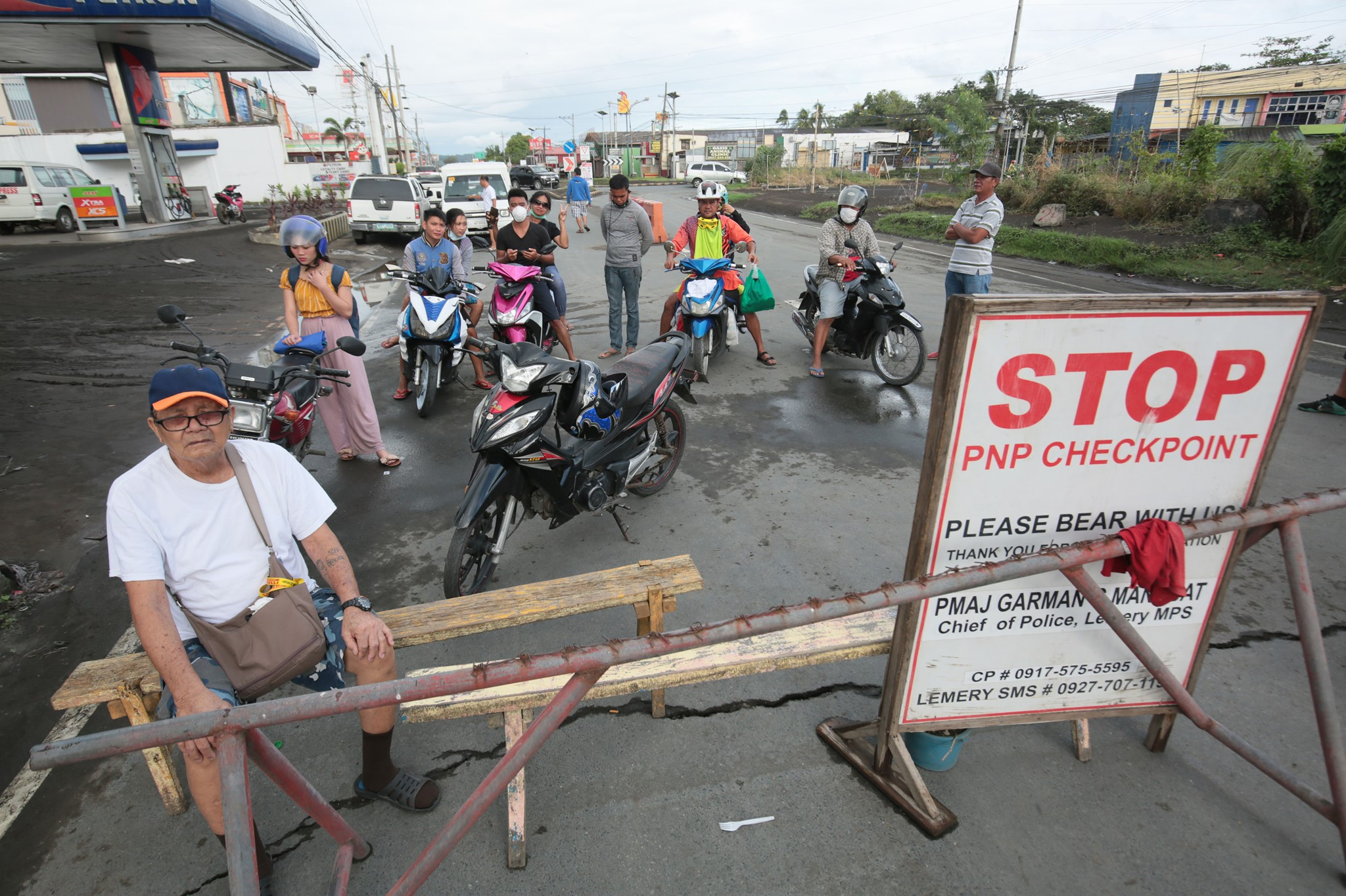 Residents try their luck to enter Lemery, Batangas on Saturday, January 25, amid a lockdown order in the town.