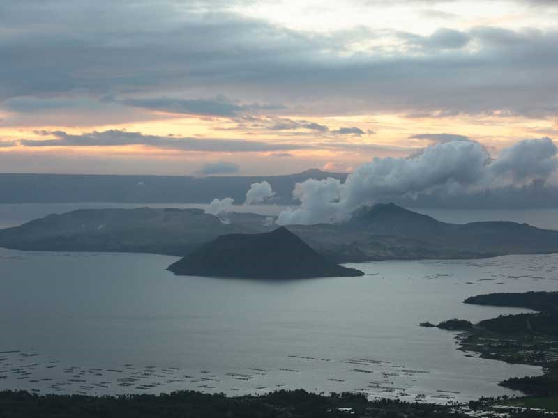 Taal Volcano emitting ash a little past 5 a.m. and continuing to do so at 6 a.m. on Friday, January 24.  Taal Volcano at around 7 a.m. on Friday, January 24 Taal Volcano at around 7 a.m. on Friday, January 24The STAR/Michael Varcas  The Philippine Institute of Volcanology and Seismology has yet to issue an update on volcanic activity at Taal.  It usually issues 24-hour advisories at 8 a.m. and holds briefings and issues updates throughout the day.